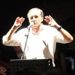 Vecchioni durante il concerto 2012 a Rapallo
