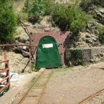 L'ingresso, chiuso, della galleria della miniera