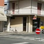 Due nuovi cartelli in via Cesare Battisti