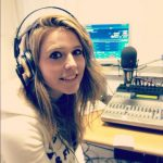 La giovane Sara negli studi di Radio Aldebaran
