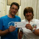 Un assegno di mille euro, provento di Motori in Agorà