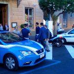 La polizia davanti al Comune di Lavagna