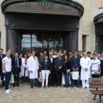 Tutto il gruppo all'ingresso dell'ospedale