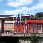 Bandiera giapponese all'ingresso della fabbrica
