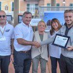 La premiazione con la famiglia Gnecco e il vincitore