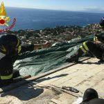La copertura urgente di un tetto a Sant'Ilario